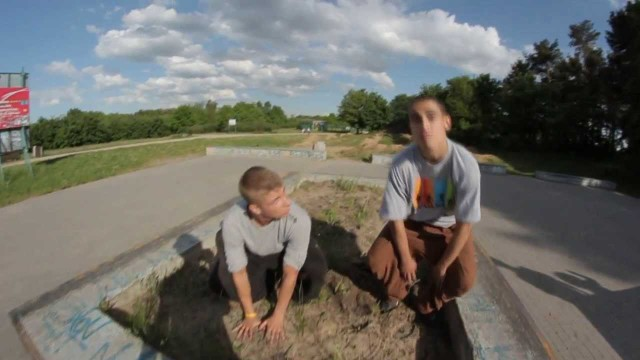 Greku & Kamilek – some tricks at the skatepark